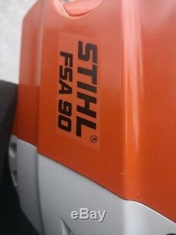 Coupe-brosse De Batterie Stihl-fsa 90 Strimmer, Comprend Le Chargeur Et Une Batterie Défectueuse