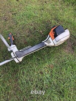 Stihl Fs460 Deux Coups Petrol Brushcutter. Équipé D'une Fixation De Déchiquetage